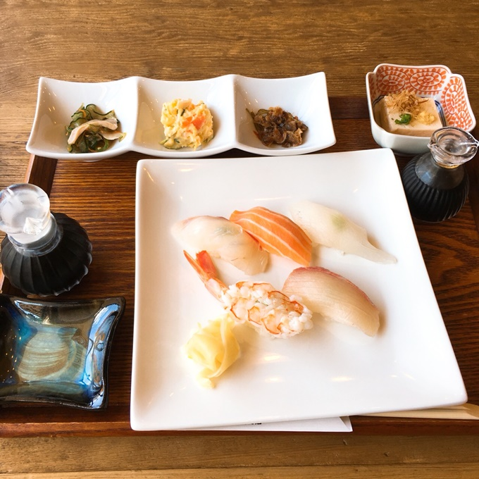 「蕎麦屋 ぎん水 千歳町店」 お寿司定食