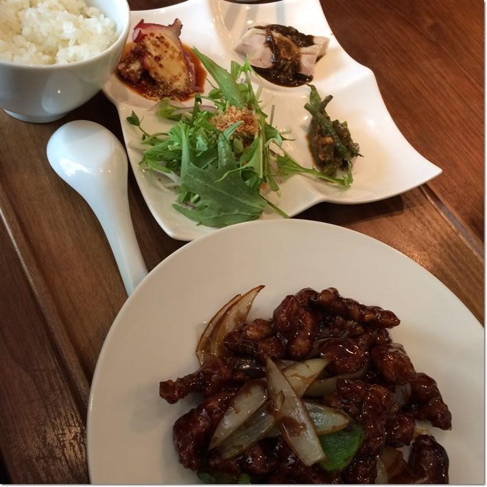 豚肩ロースの黒酢酢豚定食